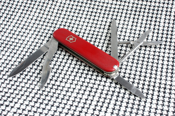 Victorinox Executive with Victoria tang stamp and thin scales
