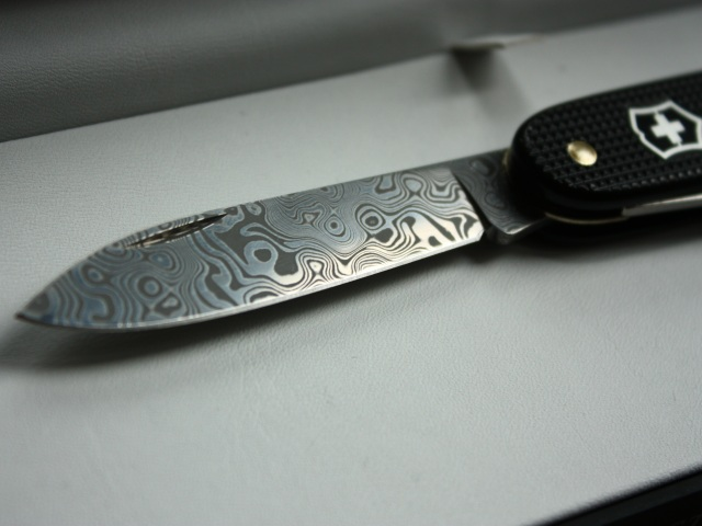 Victorinox Limited Edition 2010 Damascus Pioneer - blade