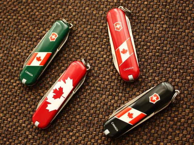 victorinox-canadian-flag-classics